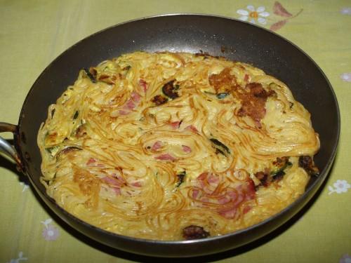 piatti unici,ricette,frittata,spaghetti,zucchine,salame