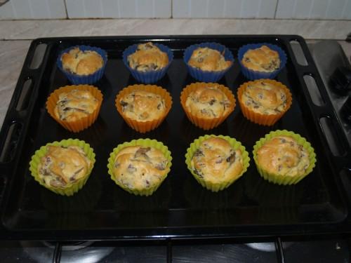 Muffins salati con funghi e salsicce.jpg